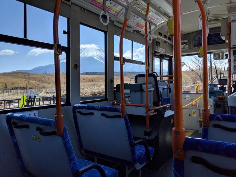 バス車内からの富士山