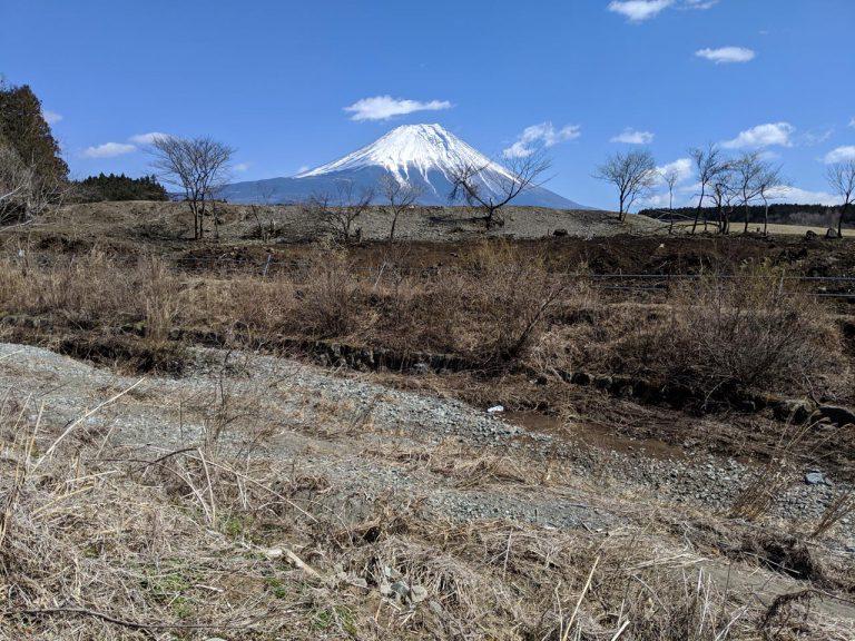 場内の散策:富士山側の端は川
