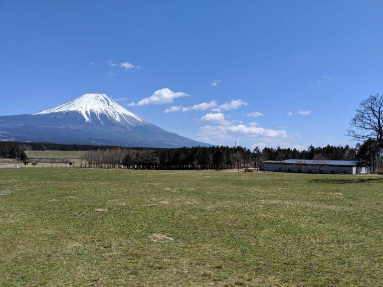 場内の散策:堆肥場と富士山