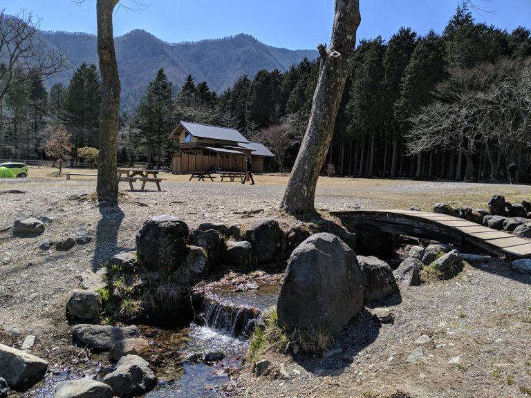 場内の散策:湖の取水口