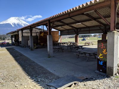 場内の散策:屋根付き自炊棟
