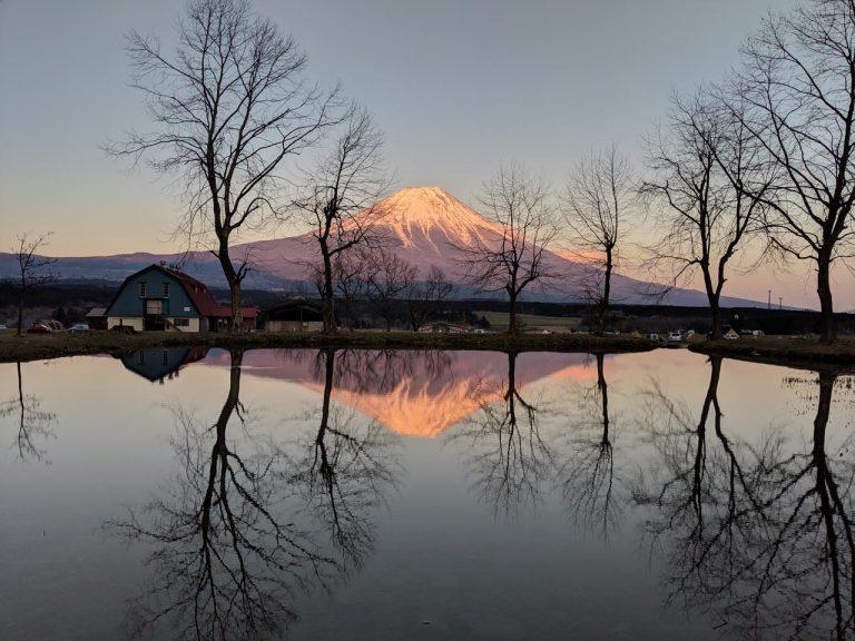 赤くなった逆さ富士