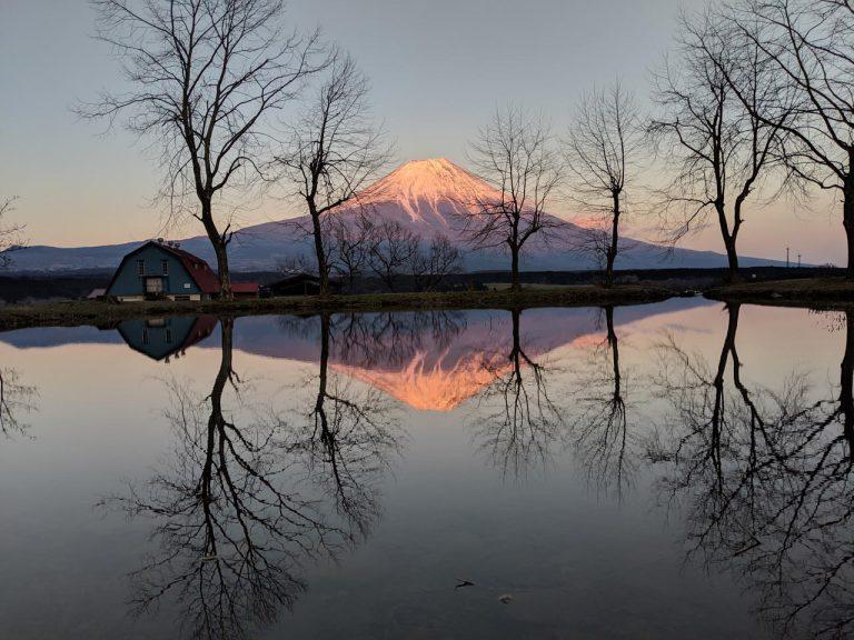 より赤くなった逆さ富士
