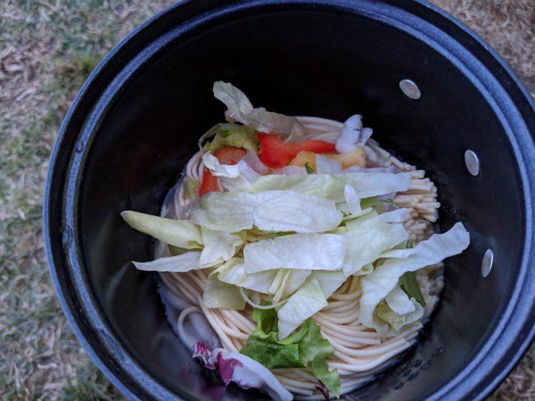 夕食:レタスサラダ投入
