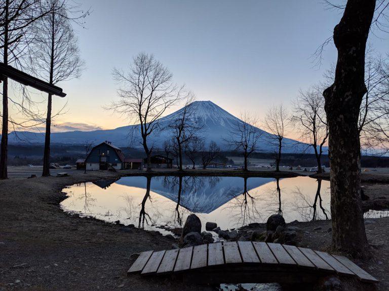 日の出前の逆さ富士(大池)