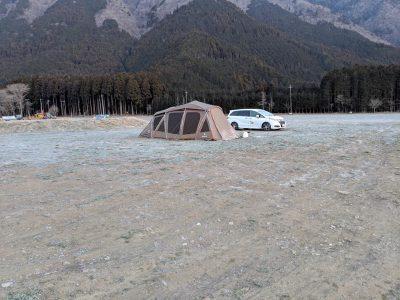 日の出前の場内:他のテント