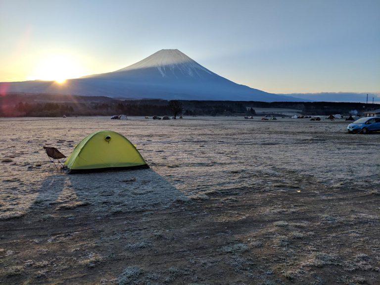 富士山とテントと日の出