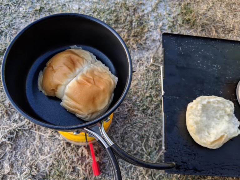 朝食:パンを焼く