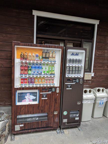 外の自動販売機