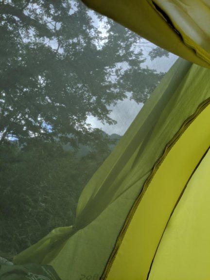 テント内から見た景色