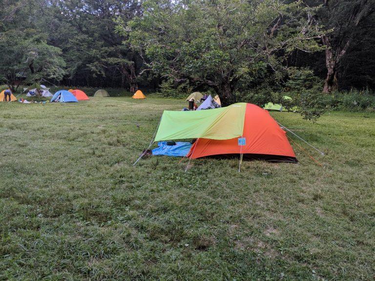 テント場のタープ