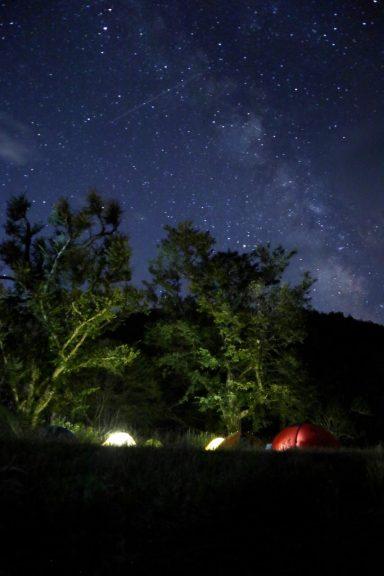 テントと天の川と流れ星