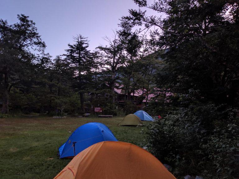 朝のテント場