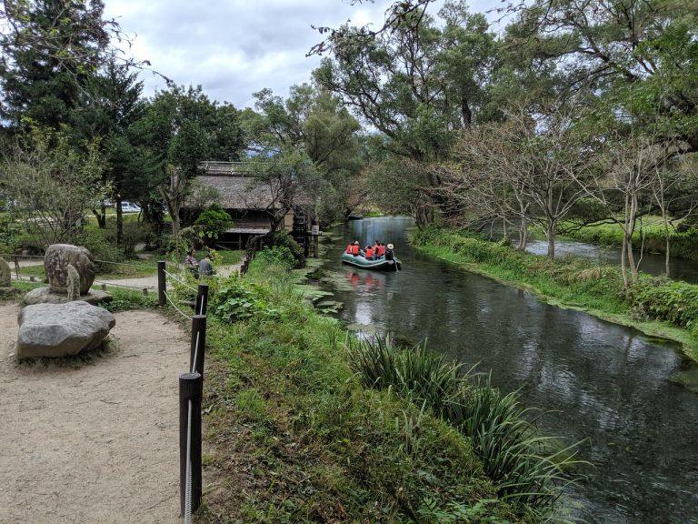 水車小屋とボート