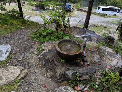 中房温泉の水場