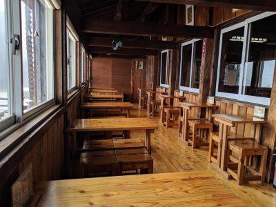 燕山荘 喫茶室サンルーム