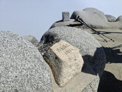燕岳頂上標識