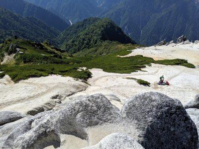 燕岳山頂からの眺め