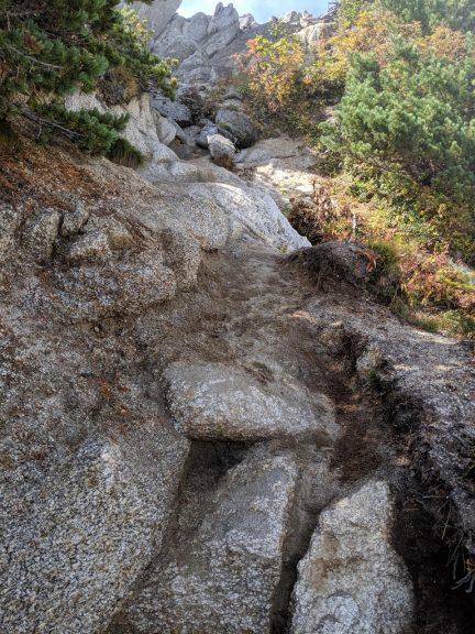 北燕岳岩を登る