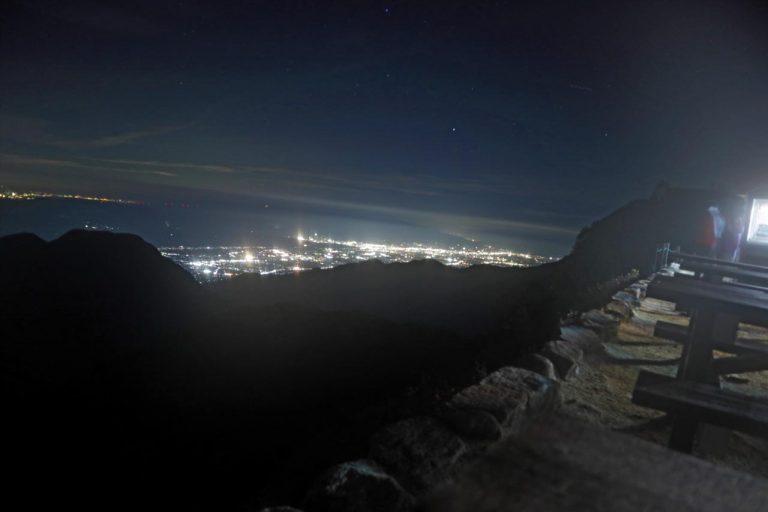 ベンチから見える夜景