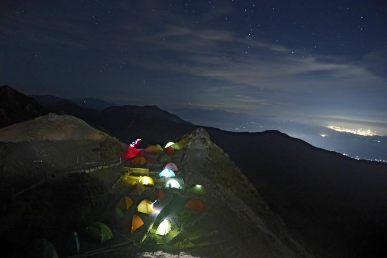 テント場と夜景
