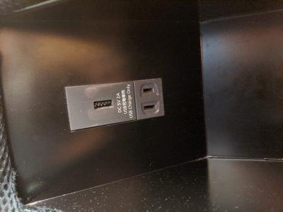 電源(USB-AとAC100V)