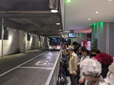 上高地行きバス入線
