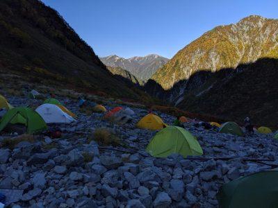 日が落ちたテント場