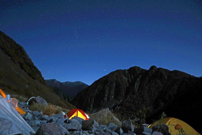 テント場から本谷方面への夜景