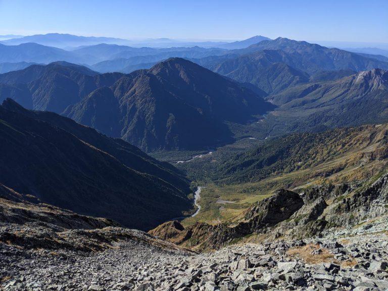 奥穂高岳から岳沢・上高地方面(南)の景色
