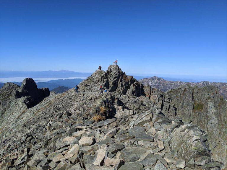 奥穂高岳山頂(前穂高岳方面から)