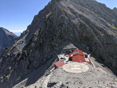 穂高岳山荘のヘリポート