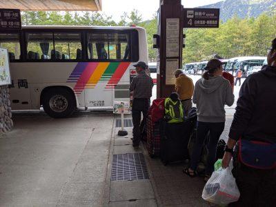 上高地バスターミナル バス入線
