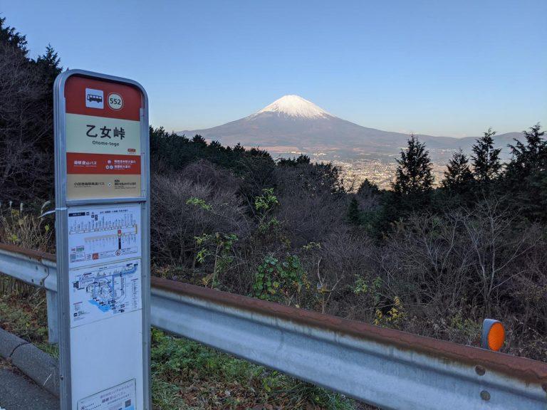 乙女峠バス停から見える富士山
