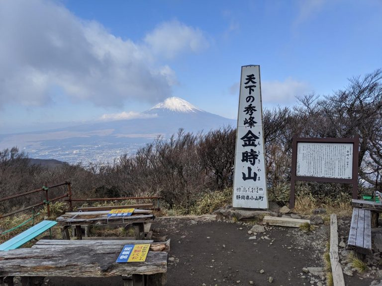 時々雲に隠れる富士山