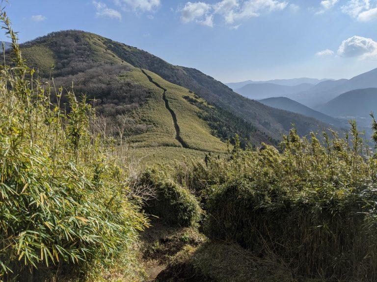 明神ヶ岳へ続く分岐が見える