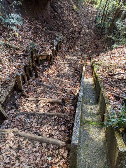 側溝のある階段