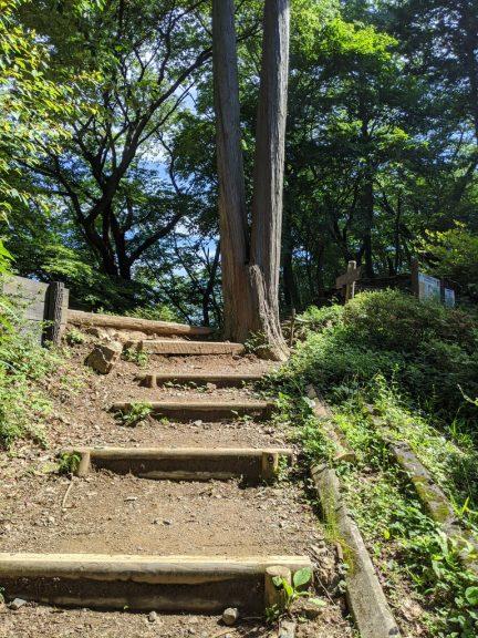 日の出山への道