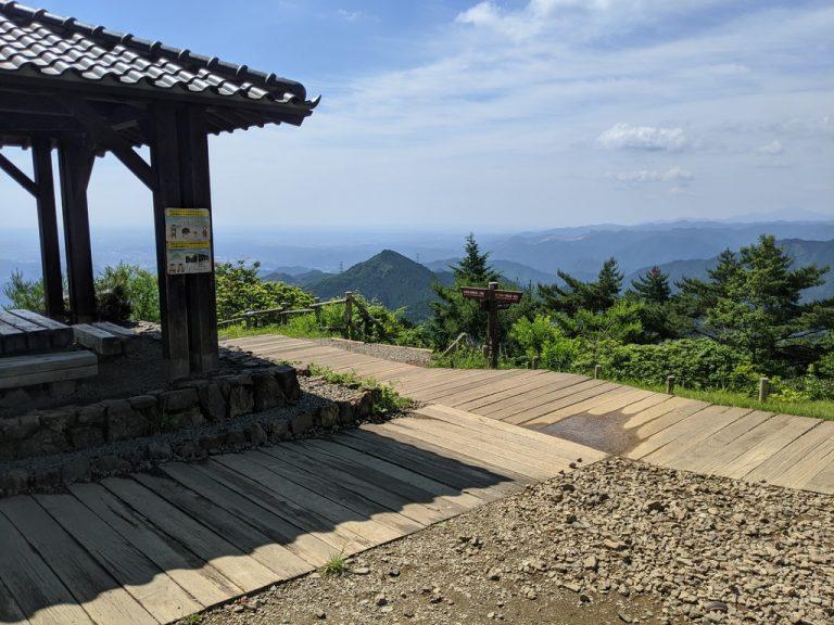 日の出山山頂の東屋からの眺望