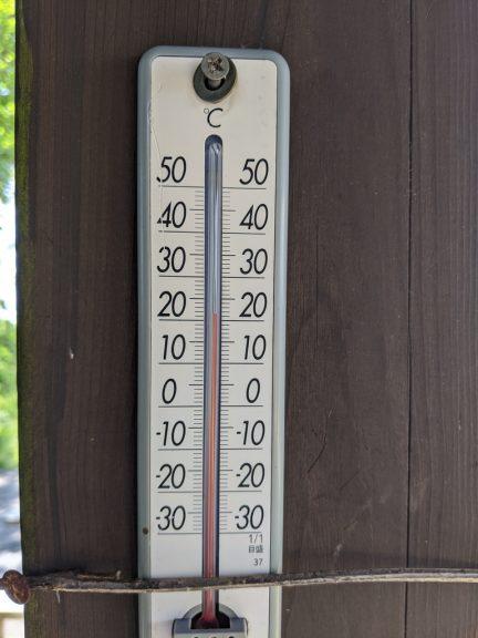 日の出山山頂温度計(22℃)
