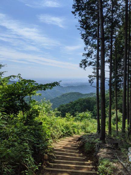クロモ岩~麻生山の道 見晴らしの良い下り