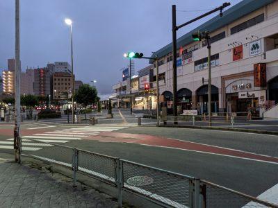 朝の松本駅(お城口)