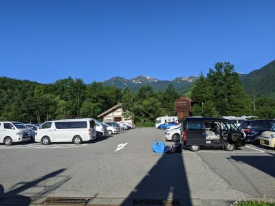 乗鞍観光センターから乗鞍岳山頂を眺める