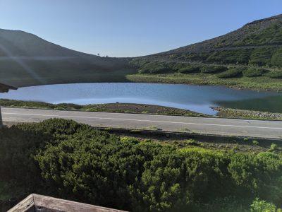 白雲荘から見た朝の鶴ヶ池