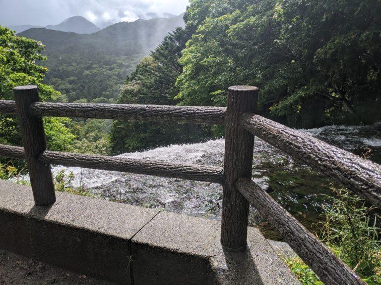 水が湯滝に落ちる所