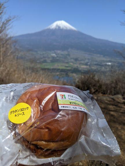 長者ヶ岳で食べるパン