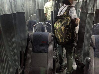 夜行バス車内