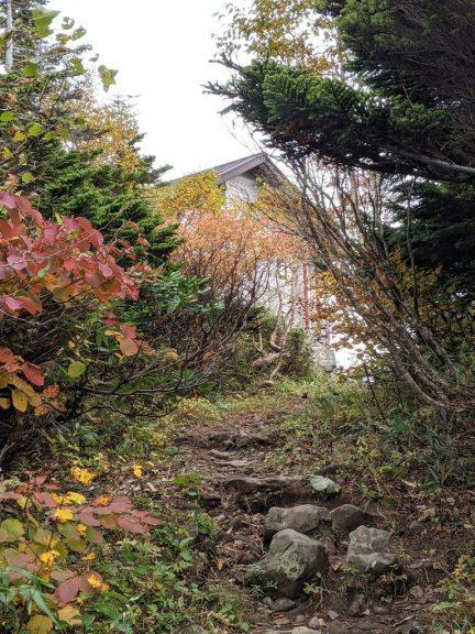 黒谷地~茶臼岳 茶臼山荘が見えた