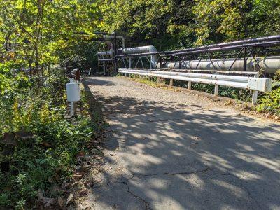 松川温泉 橋を渡る