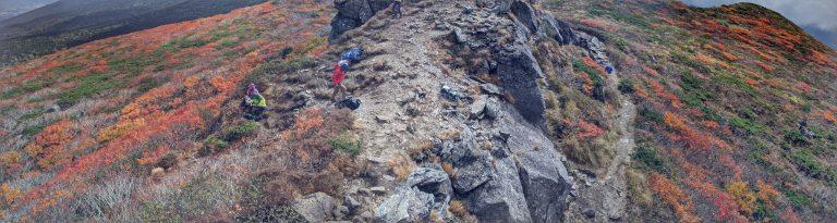 三ツ石山山頂から見える紅葉